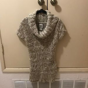 Short sleeve turtleneck sweater tunic